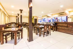 A restaurant or other place to eat at Ceylon City Hotel,Colombo