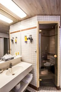 A bathroom at Best Western Hotel Apollo