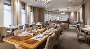 מסעדה או מקום אחר לאכול בו ב-Airport Hotel Okęcie