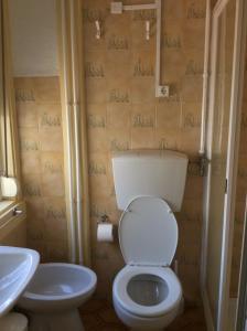 A bathroom at Alojamento Local Duarte's