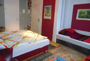 A bed or beds in a room at Hotel/Restaurant Adria