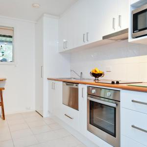 A kitchen or kitchenette at Yarra Ranges Country Apartment