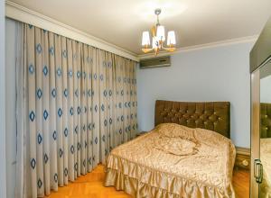 Cama ou camas em um quarto em КВАРТИРА У МОРЯ-ЦЕНТР БАКУ