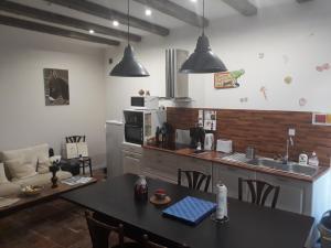 Cuisine ou kitchenette dans l'établissement La Coquille