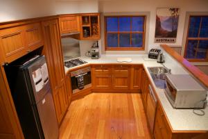 A kitchen or kitchenette at Ironstone Views