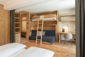 A bunk bed or bunk beds in a room at Hotel Albris