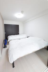 A bed or beds in a room at Estate Tokyu Nishikyogoku