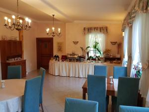 A restaurant or other place to eat at Hotel Nosal