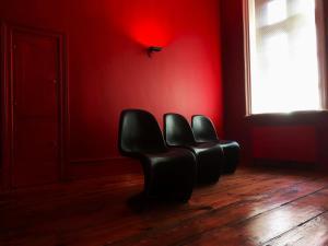 Ein Sitzbereich in der Unterkunft Central Hotel bel étage