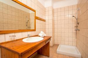 Ένα μπάνιο στο Aquarius Beach Hotel