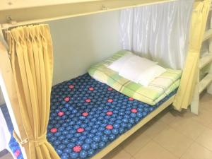Tempat tidur dalam kamar di Kagoshima Little Asia