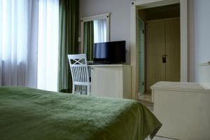 A bed or beds in a room at Hotel Gorenje