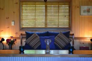 A seating area at Tuckeroo Cottages & Gardens