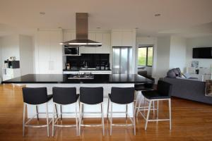 A kitchen or kitchenette at Wave Retreat