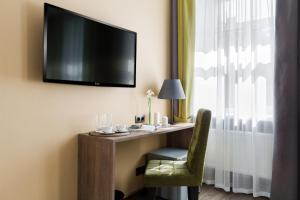 A television and/or entertainment centre at VOX Hotel