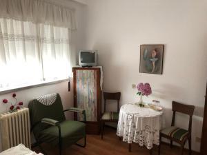 A seating area at Residencia Maria Jose
