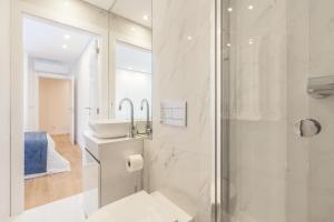 A bathroom at Art's Braga Apartment - Minho's Guest