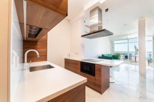 Кухня или мини-кухня в Apartments Barcelona-Park