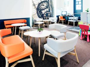 The lounge or bar area at ibis Styles Luxembourg Centre Gare