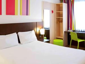 A bed or beds in a room at ibis Styles Luxembourg Centre Gare