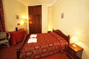 Gulta vai gultas numurā naktsmītnē Boutique Hotel Monte Kristo
