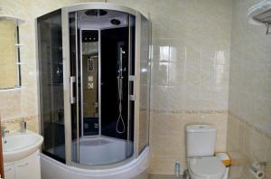 A bathroom at Hotel Lazurit