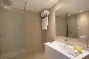 A bathroom at Venus Beach Hotel