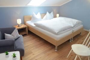 A bed or beds in a room at Landhaus Lederer
