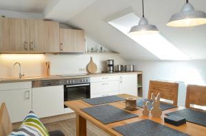 A kitchen or kitchenette at Landhaus Lederer