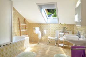 A bathroom at Landhaus Lederer