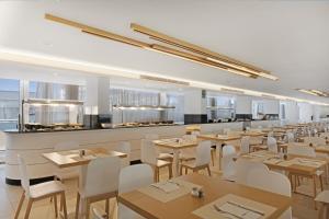 Un restaurante o sitio para comer en THB Sa Coma Platja