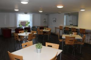 A restaurant or other place to eat at Glasgow Youth Hostel