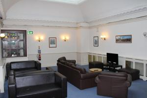 A seating area at Glasgow Youth Hostel