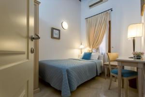 A bed or beds in a room at Alla Vite Dorata