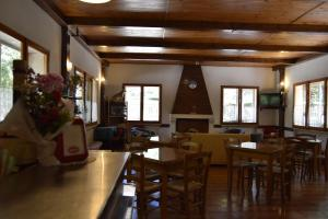 A restaurant or other place to eat at Albergo Del Sole