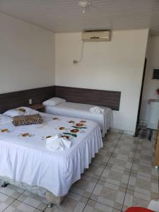 A bed or beds in a room at Novo Hotel e Restaurante