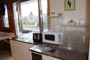 A kitchen or kitchenette at Berkshire Travel Lodge