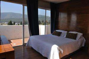 A bed or beds in a room at Hotel Green en Marbella