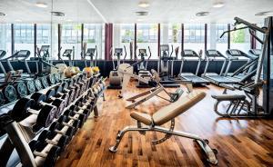 The fitness center and/or fitness facilities at Hyatt Regency Köln