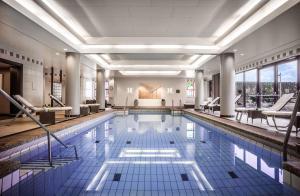 The swimming pool at or near Hyatt Regency Köln