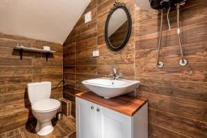 A bathroom at Villa Trau d`oro