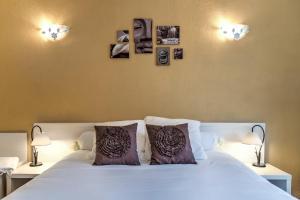 Un ou plusieurs lits dans un hébergement de l'établissement Hôtel Restaurant du Commerce