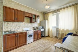 Кухня или мини-кухня в Apartment Mitino Park