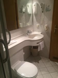 Ein Badezimmer in der Unterkunft Hotel Alte Linde