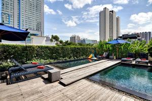 The swimming pool at or near Fraser Suites Sukhumvit - Bangkok