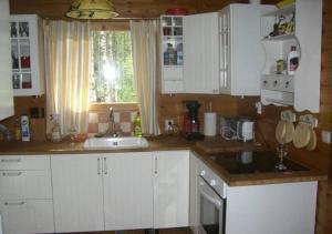 A kitchen or kitchenette at Secret Lake Cottage