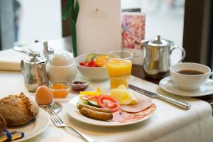 Breakfast options available to guests at Central-Hotel Kaiserhof