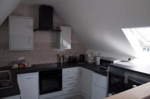 A kitchen or kitchenette at The Square Guest Apartment