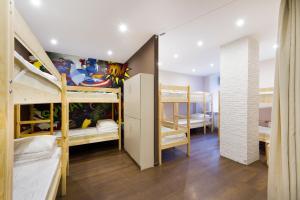 Двухъярусная кровать или двухъярусные кровати в номере Хостел Карлов Мост