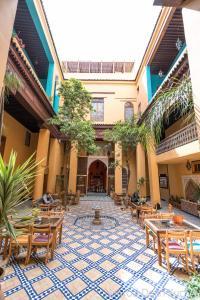 Un restaurante o sitio para comer en Medina social club
